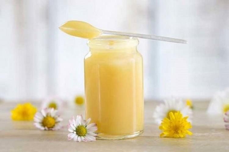 Có nên uống sữa ong chúa thường xuyên?
