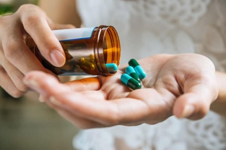 [GIẢI ĐÁP] Uống thuốc bổ não có tốt không? Có nên uống thường xuyên?